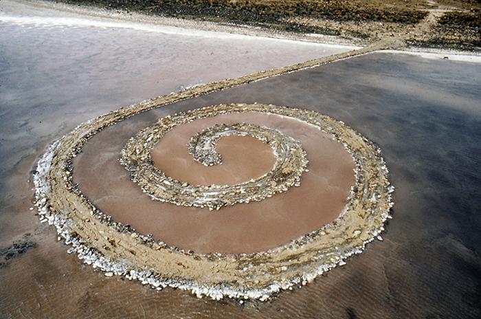 """Robert Smithson, """"Spiral Jetty"""", 1970, Great Salt Lake, Utah. Foto: Gianfranco Gorgoni."""